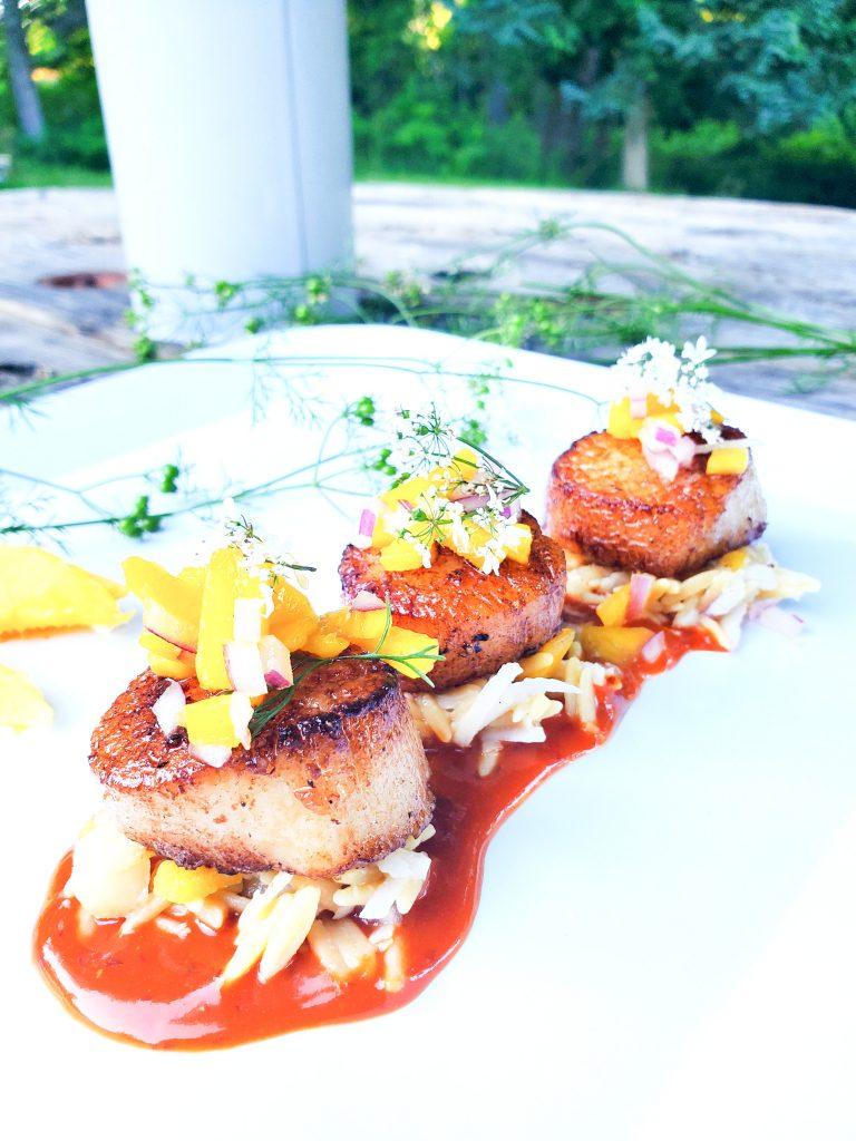 Seared scallops with Guajillo Mango Sauce